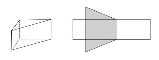 Na rysunku przedstawiono graniastosłup prosty o podstawie trójkąta prostokątnego i jego siatkę.